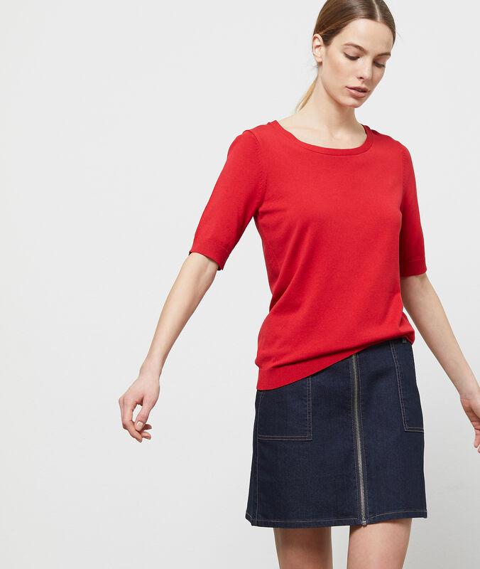 Jersey manga corta cuello redondo rojo.