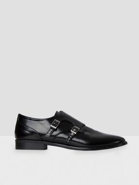 Zapatos con hebillas negro.