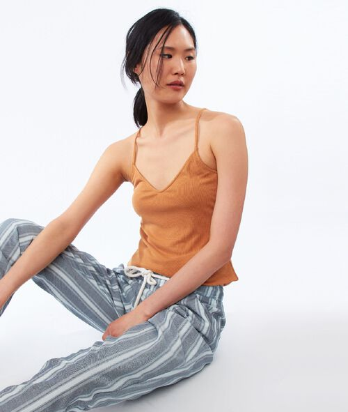 Pantalón corte zanahoria con cinturón