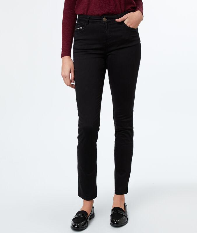 Pantalón estrecho negro.