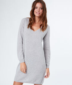 Robe pull en cachemire gris chine clair.