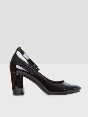 Zapatos tacón con pulsera negro.