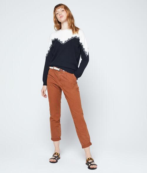 Suéter con detalles de guipur