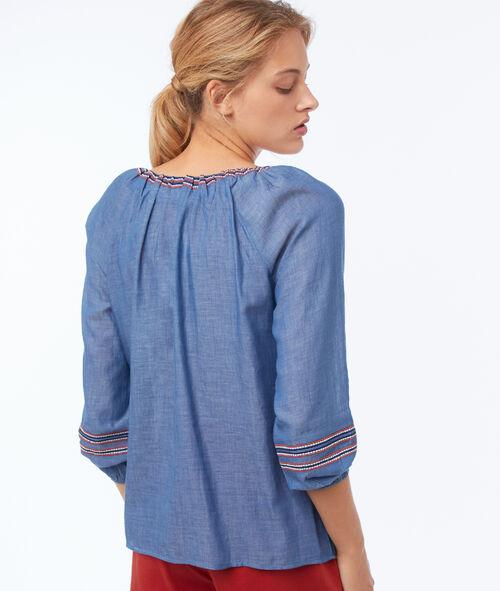 Blusa bordada cuello tunecino