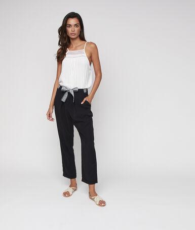 Pantalón tipo zanahoria con cinturón lazada tencel negro.