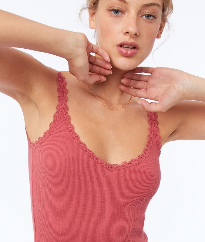 Top de tirantes detalles de encaje rosa frambuesa.