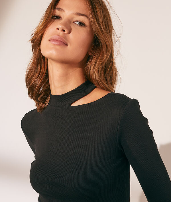 Camiseta manga larga, abertura asimétrica