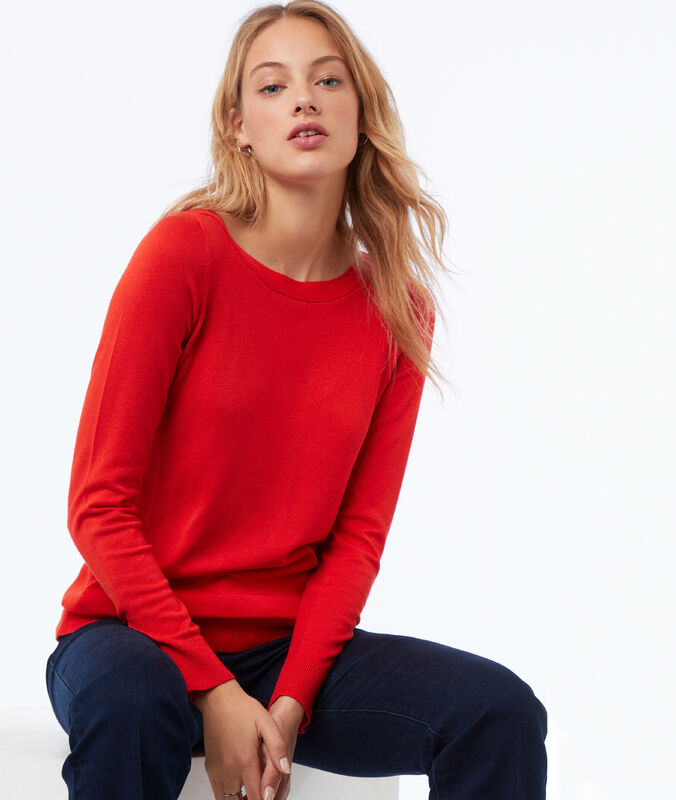 Jersey liso cuello barco rojo.