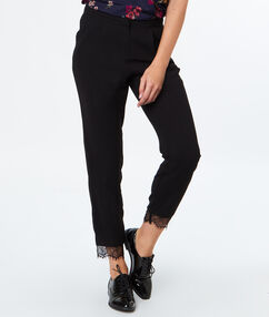 Pantalon 7/8 bas dentelle noir.