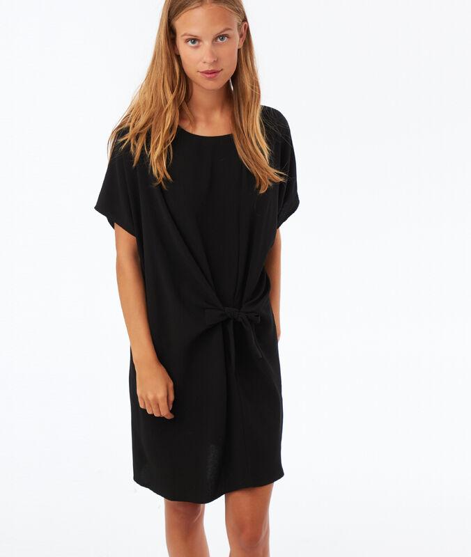 Vestido anudado por delante negro.