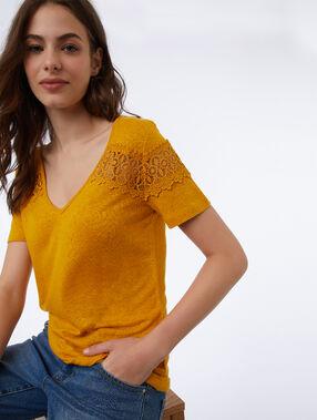 Camiseta escote en v detalles de guipur c.miel.