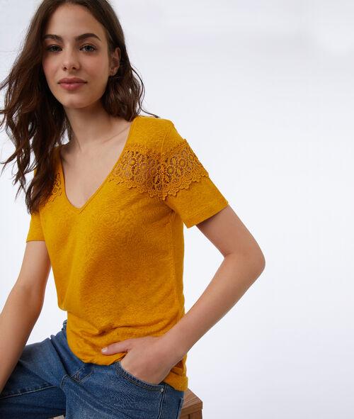 Camiseta escote en V detalles de guipur