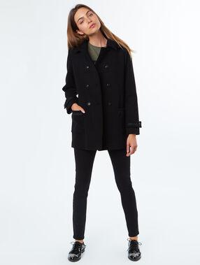 Manteau en laine majoritaire noir.