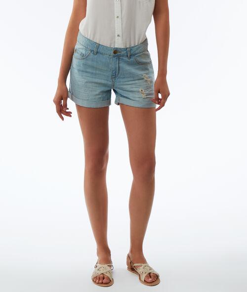 Pantalón corto con rotos