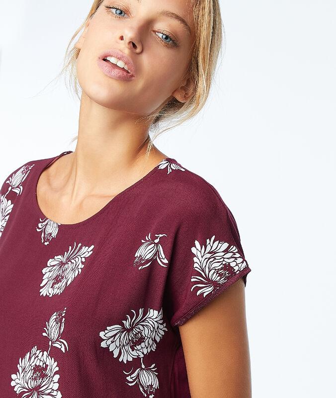 Camiseta estampado floral granate.