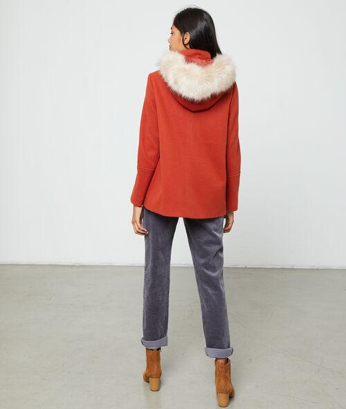 Abrigo con capucha y piel sintética