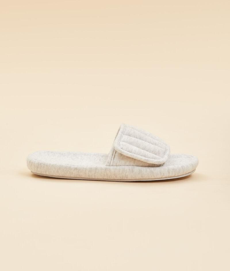 Zapatillas tipo chancla