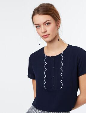Camiseta manga corta cuello redondo azul marino.