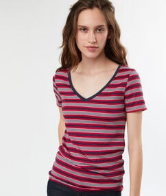 Camiseta escote en v estampado a rayas azul marino.