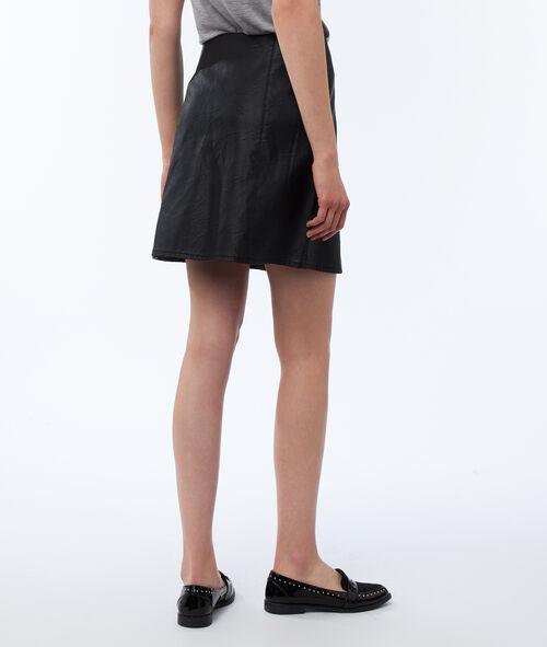 Falda con botones efecto piel