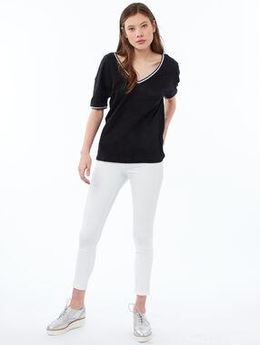 Camiseta lino escote en v negro.