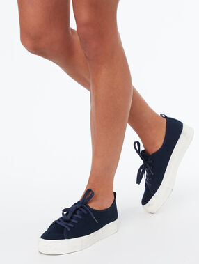 Zapatillas plataforma azul marino.